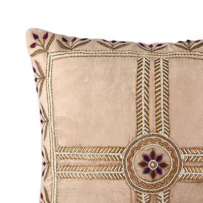 Eetvelde Cream Gold Velvet Cushion